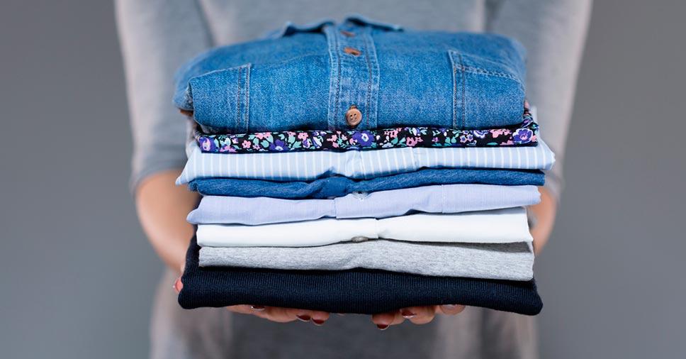 4 passos principais de como organizar roupas na mudança